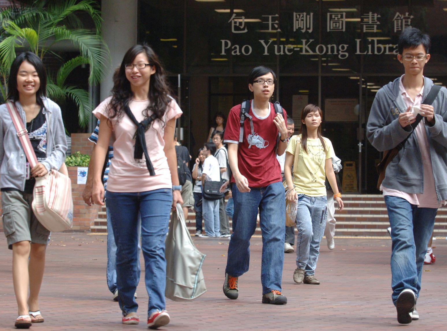 大学毕业生全职空缺比去年同期减13% 平均薪金1.6万