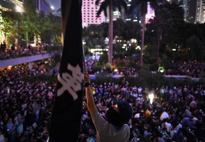 香港昨再爆发示威 上千人参加集会