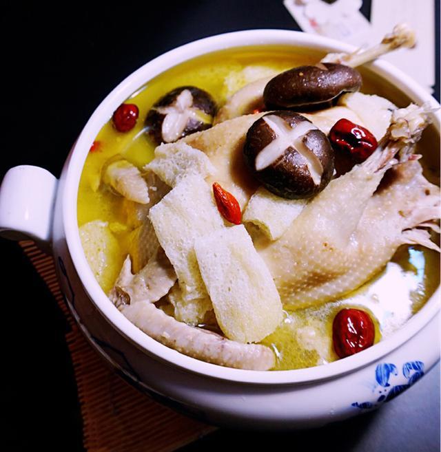你今天吃鸡了吗?天气转冷,教你10种鸡汤做法,好吃不贵营养丰富