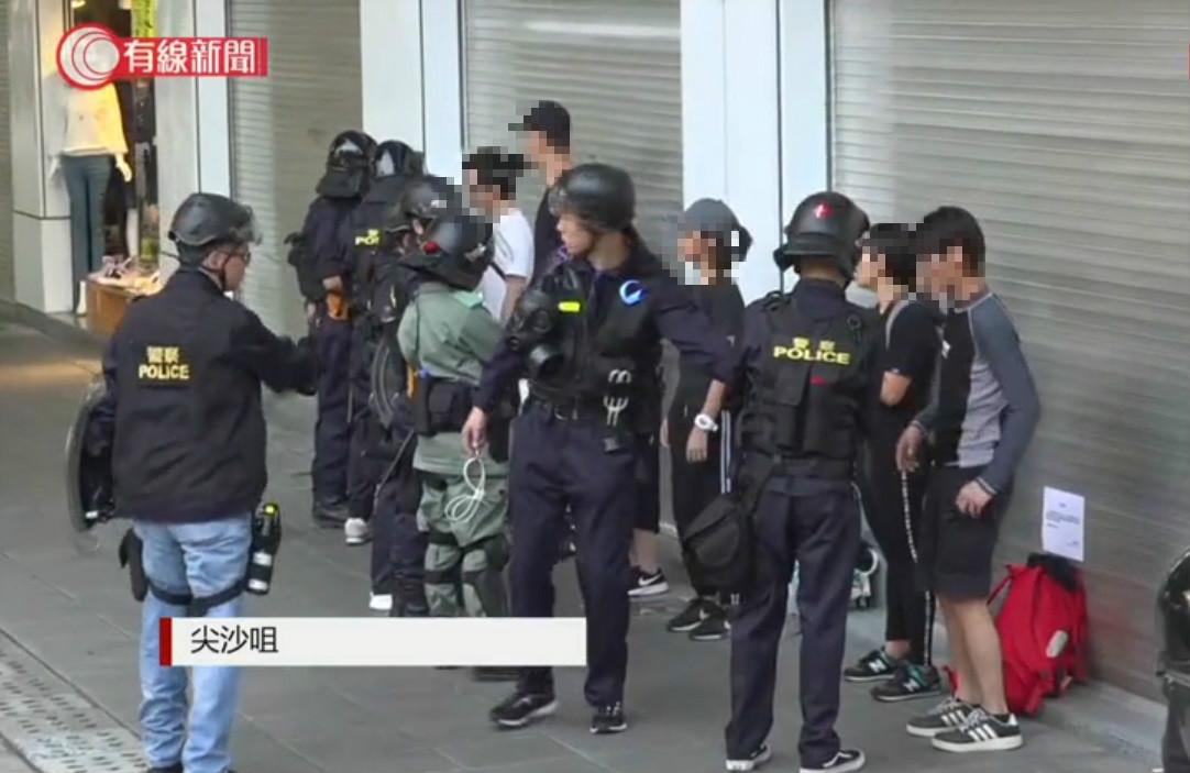 【修例风波】警方弥敦道再举黑旗 带走最少3名男女入警署