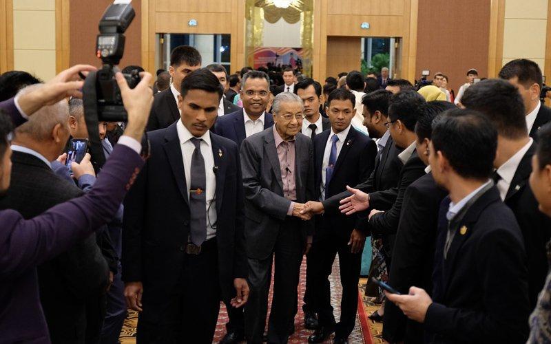PH's call on PM but I won't stay too long, says Dr M