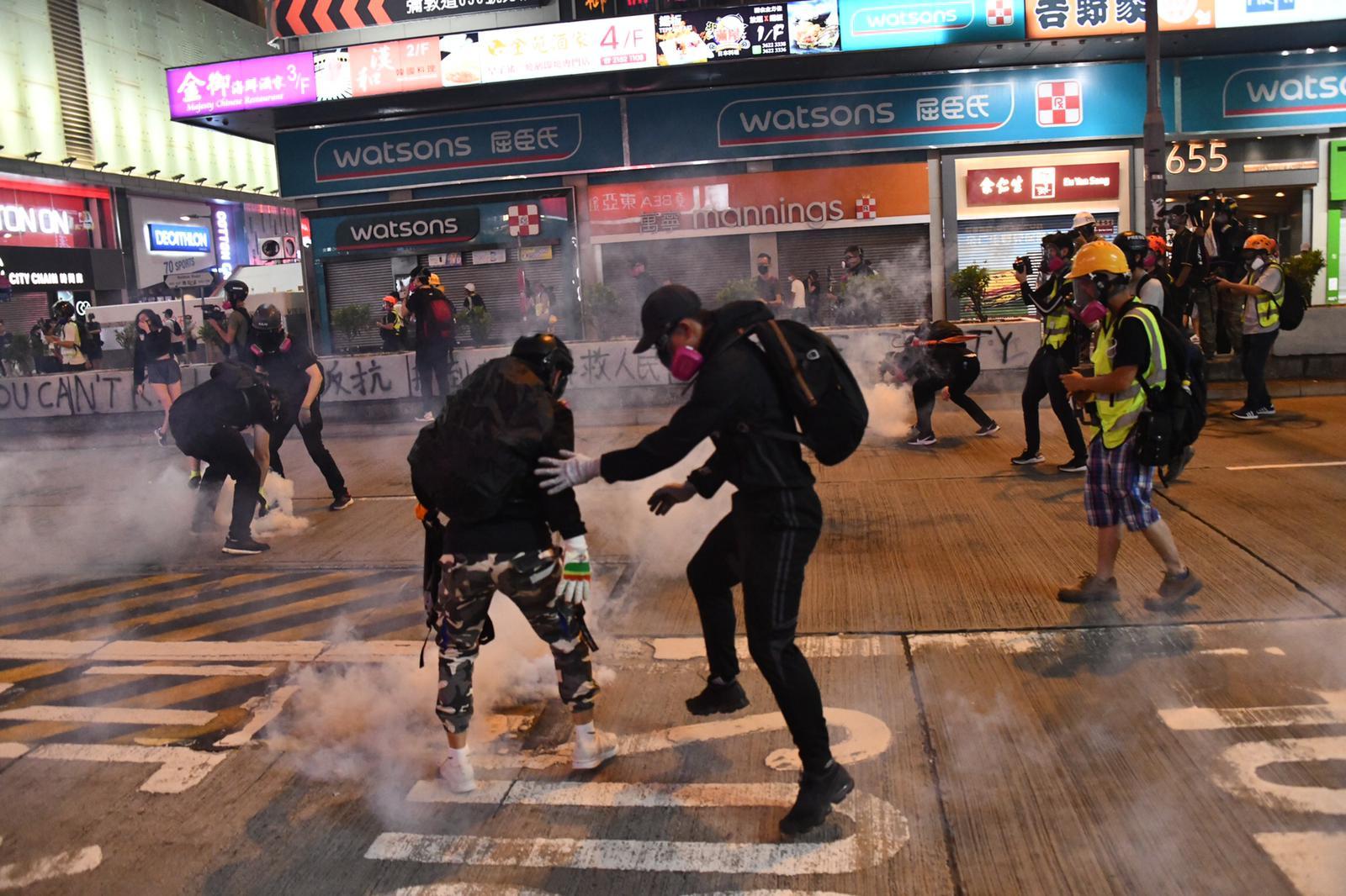 警方指旺角发现「未爆危险」胶箱 昨3宗暴徒围殴市民