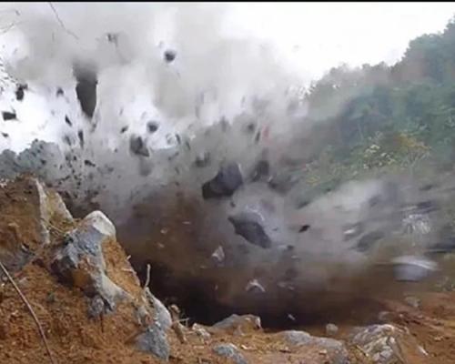 陕西延长油田车载试验装置突爆炸 致8死5伤