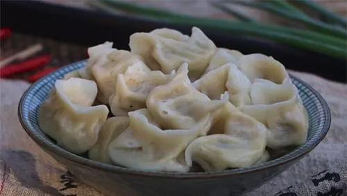 白菜饺子好吃有窍门,调馅时多加这一步,好吃不出水,鲜香入味