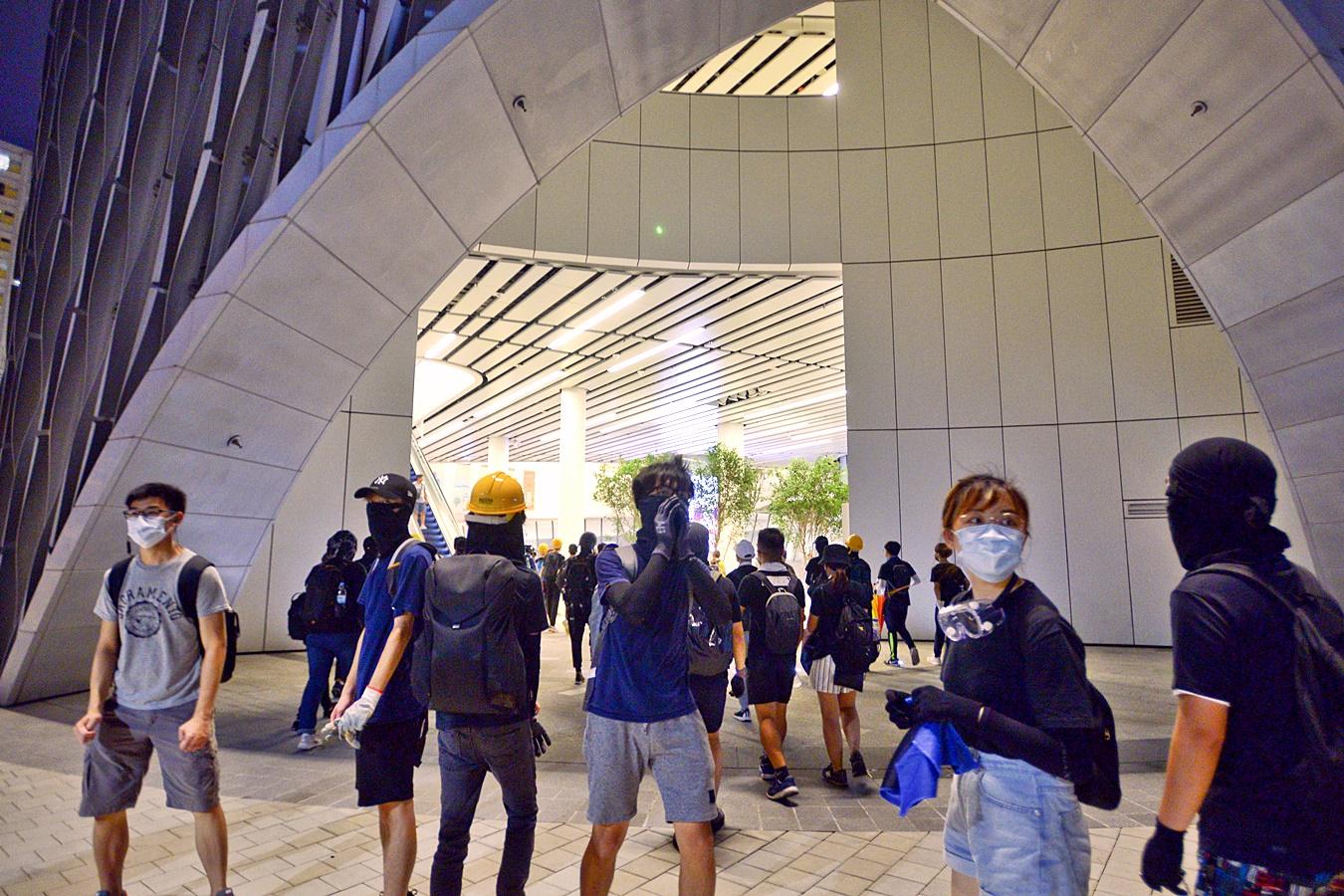 示威活动影响 西九19场表演改期或取消