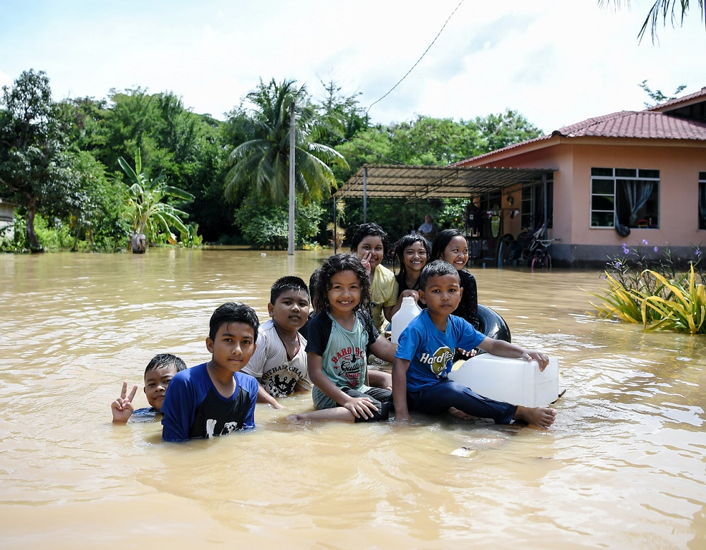 More than 2,000 flood victims in six states relocated