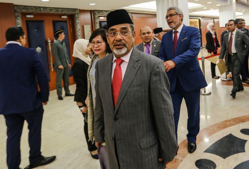Umno supreme councillor says reps who met with Azmin last night 'stupid'