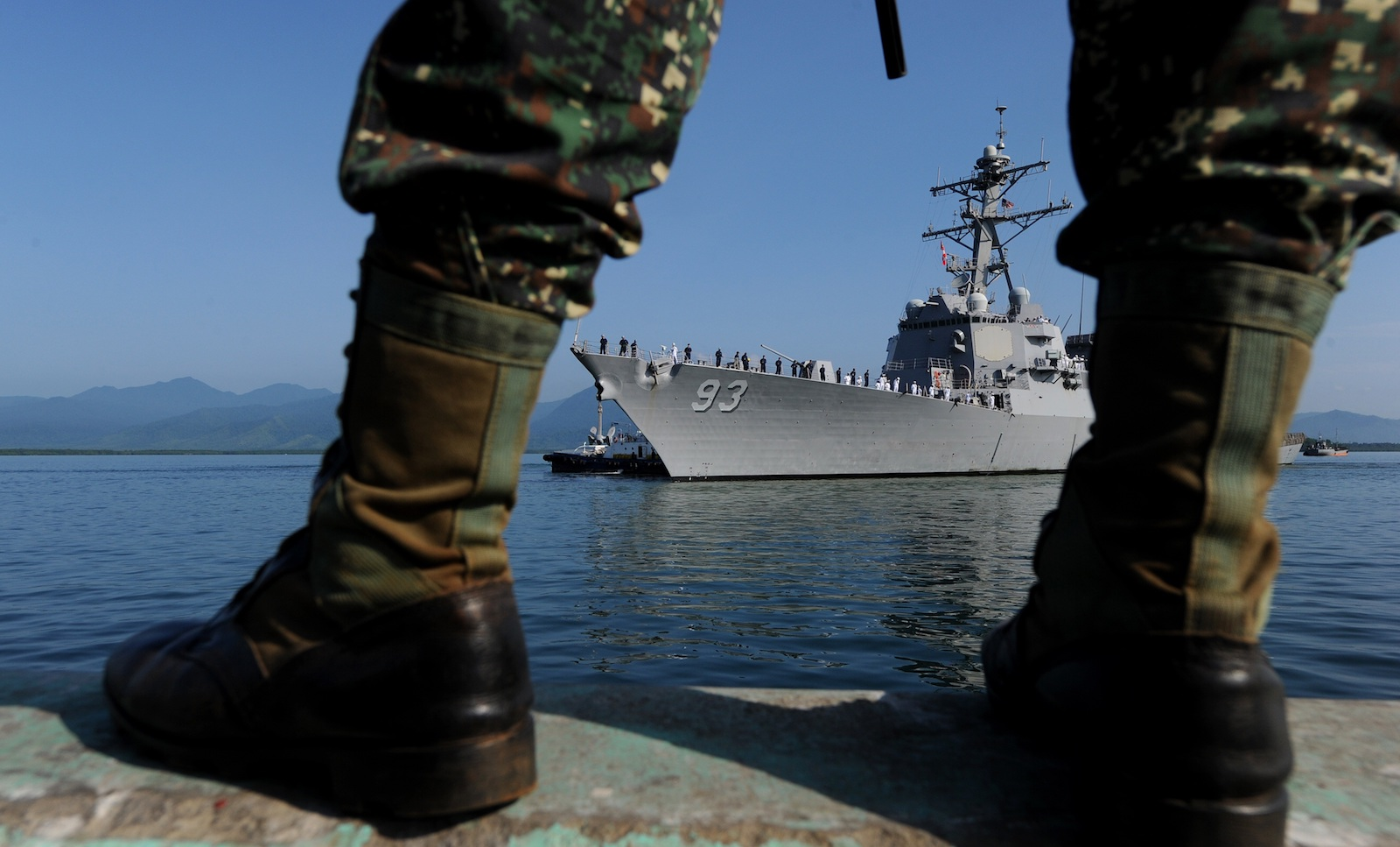 New Philippine navy chief keeps US ties afloat