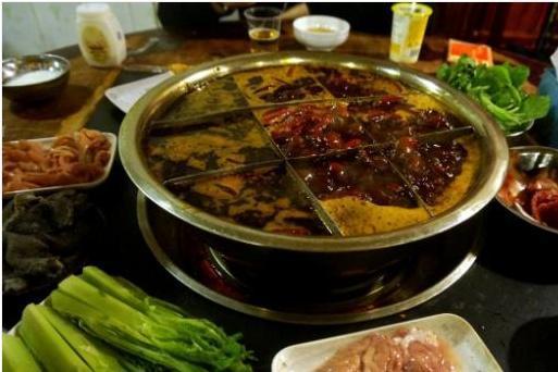 """印度人来中国旅游,吃饭时不用筷子,菜上桌后整个人""""尴尬""""了"""