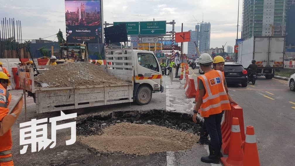 隆市精明隧道路坍塌 引发交通大阻塞