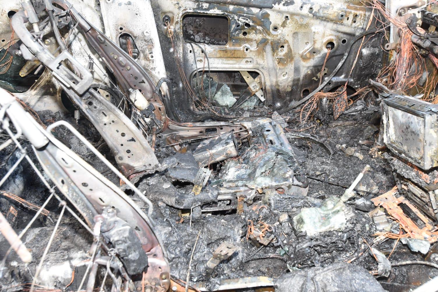 私家车蓝田遭纵火焚毁 车主称资料被盗用