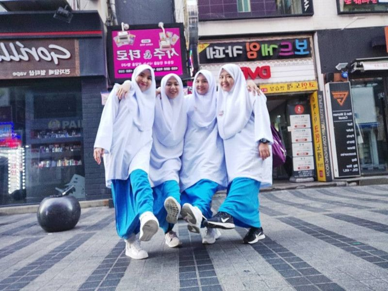 Four Malaysian women realise dream reunion holiday after 18 years in school uniforms
