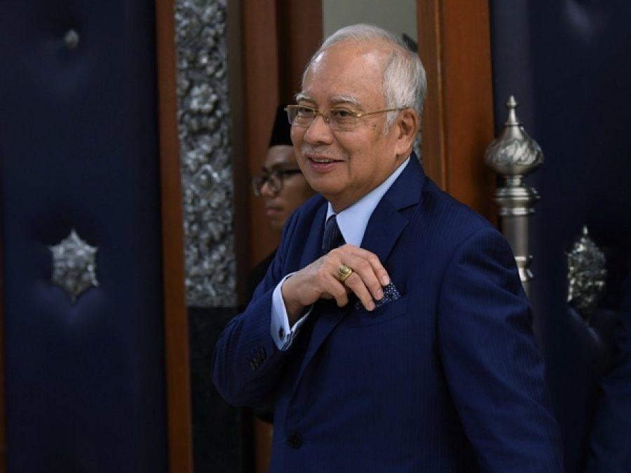 纳吉以眼疾为由告假 1MDB案审讯展延