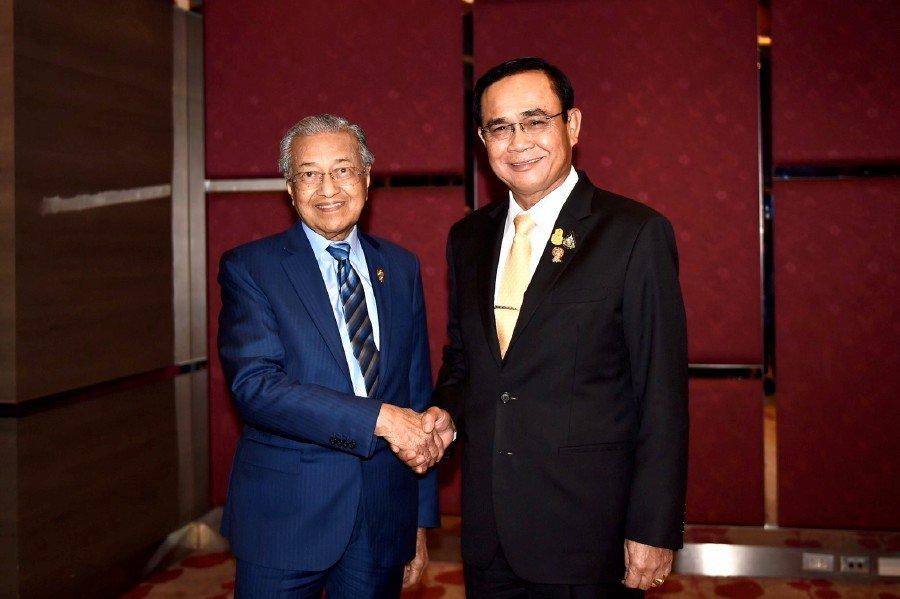 Dr Mahathir meets with Thai PM Prayuth in Bangkok