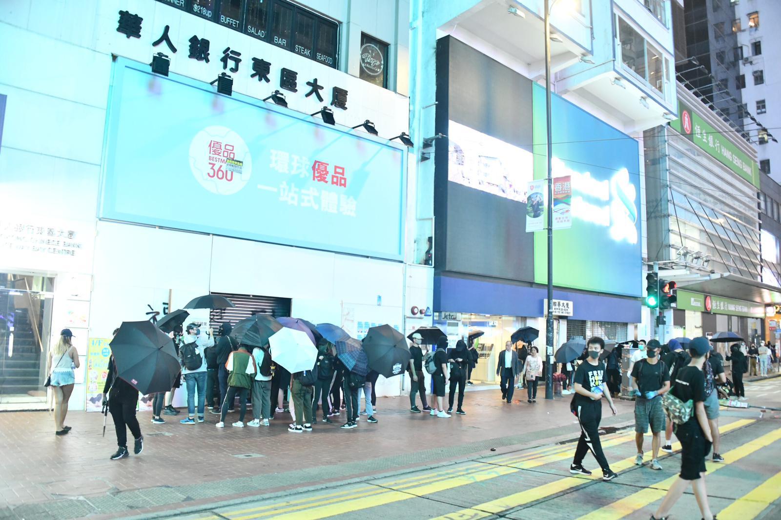【修例风波】防暴警察铜锣湾傍晚再发催泪弹驱散示威者