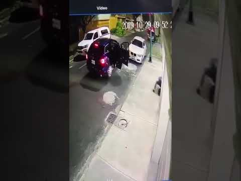 (Malaysia) Robbery went horribly wrong for the robbers, serves them right