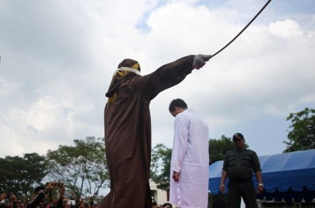 Member of ulema council that helps oversee Aceh's sharia caned for adultery