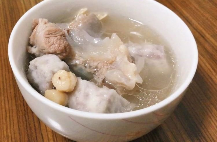 炖肉时,不管炖什么肉,这种香料一定要少放,一旦放多肉苦汤也苦