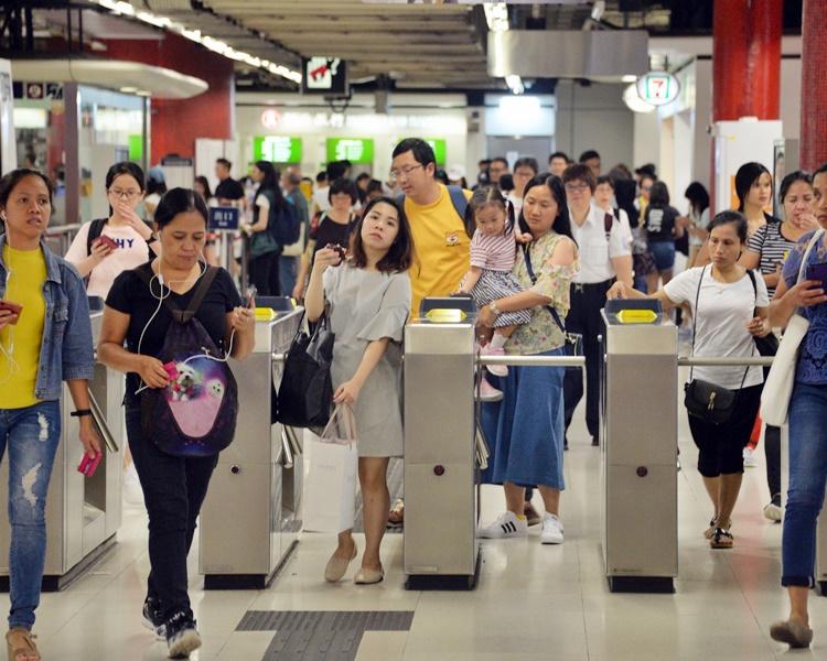 港铁今晚10时收车 机铁下午5时起只停香港及机场站