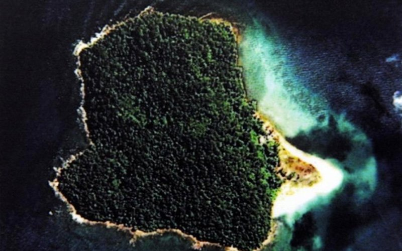 4 swim to island after trawler boat capsizes near Yan