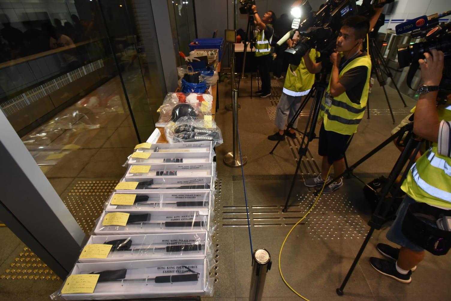 【修例风波】警湾仔一单位拘4男1女 检获180支汽油弹