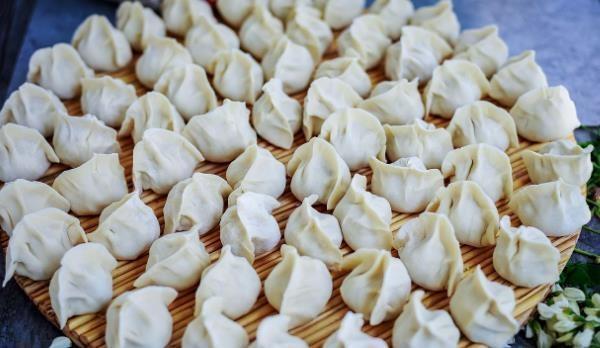 冬天用它做馅包饺子,比韭菜更香,比芹菜更营养,鲜嫩汁多特别香