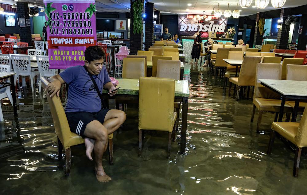 Flood evacuees in Perak remain at 512