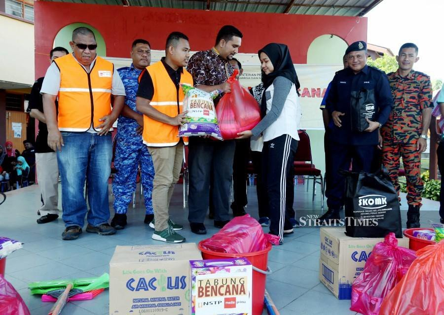 NSTP-Media Prima Fund brings relief to Changkat Jong flood victims