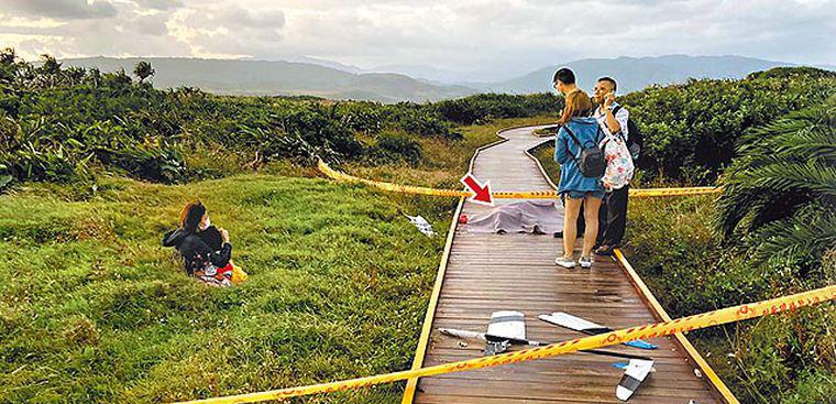抱幼儿散步 台妇遭滑翔机砸头亡