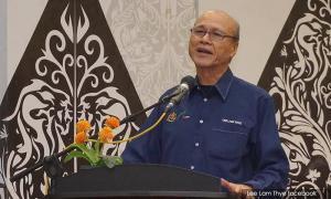 Lee Lam Thye receives MCPF honorary life membership