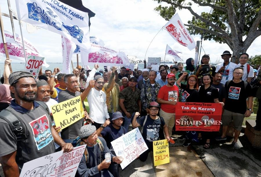 1,000 fishermen hand protest memo to Penang govt over PSR project