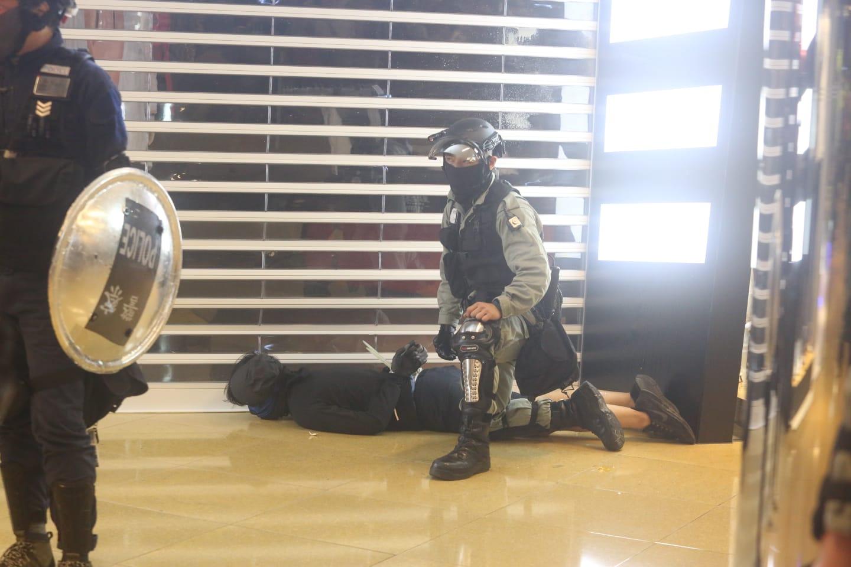 【太古城斩人】居民目击施袭汉与伤者纠缠 有小朋友惊慌失措