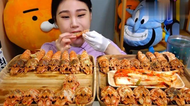 """大胃王吃30个""""炸鸡腿"""",肉掰开后有猫腻,网友:我能吃100个!"""