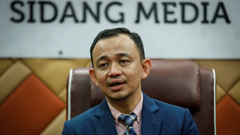 Provide better jobs instead of helping students pay loans, Maszlee tells state govts