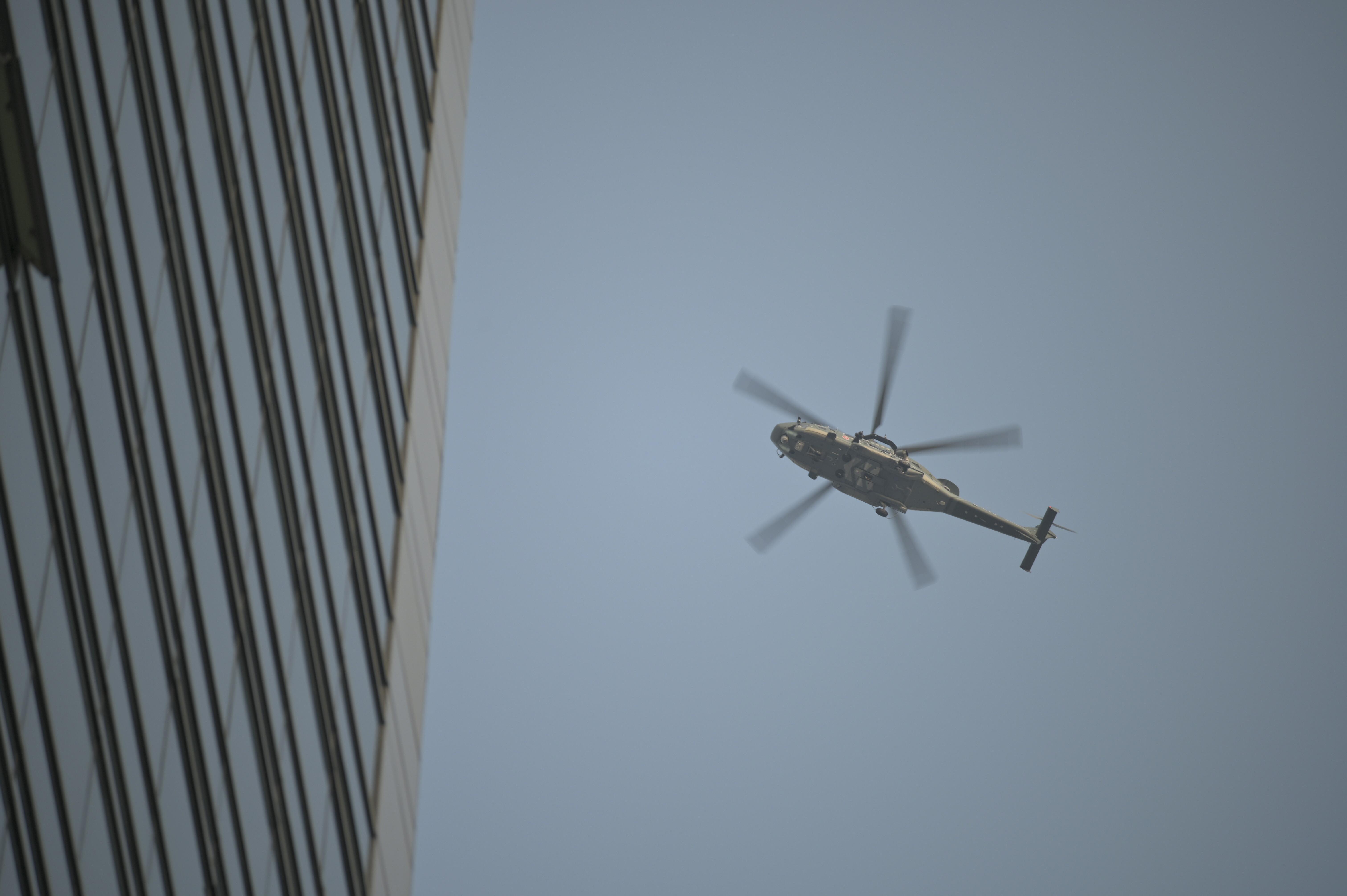 【修例风波】飞服队派22架次直升机支援警方执法 当局指无向人群洒粉末