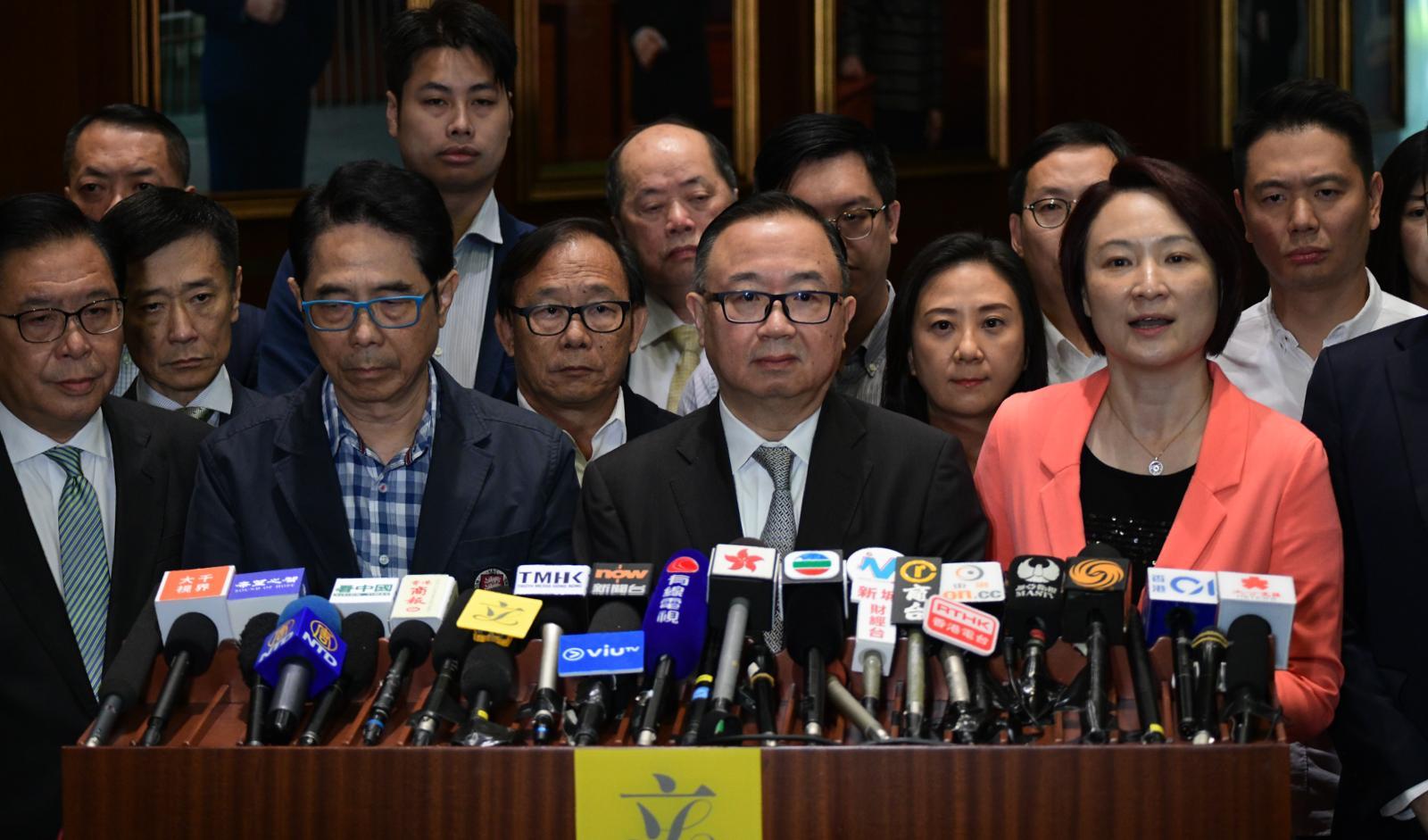 【区会选举】建制派谴责袭击何君尧 廖长江:政府有责任保障候选人安全