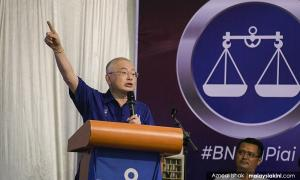 Ka Siong tells BN-PAS crowd: Not all Chinese are racists like 'that party'