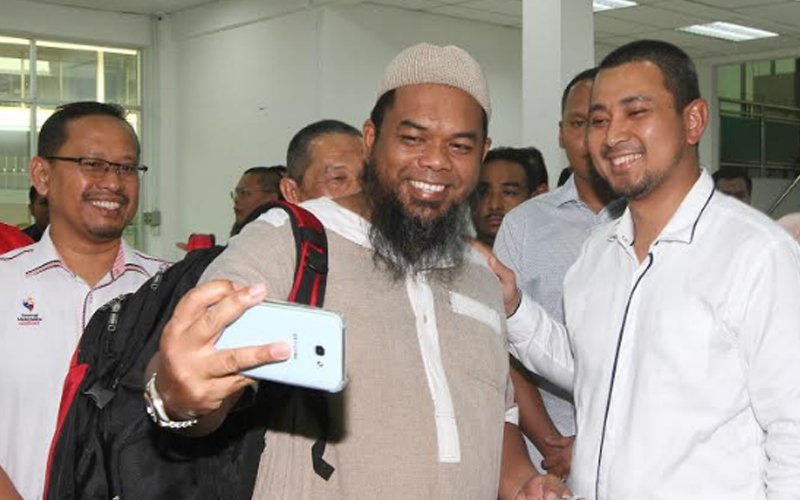 I never tried to grab microphone from Umno member, says Johor MB