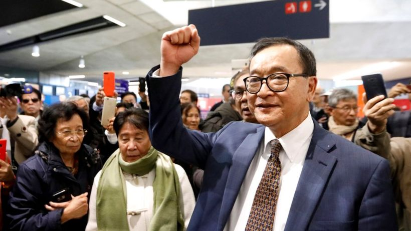 Sam Rainsy: Cambodian opposition leader turned away at Paris check-in