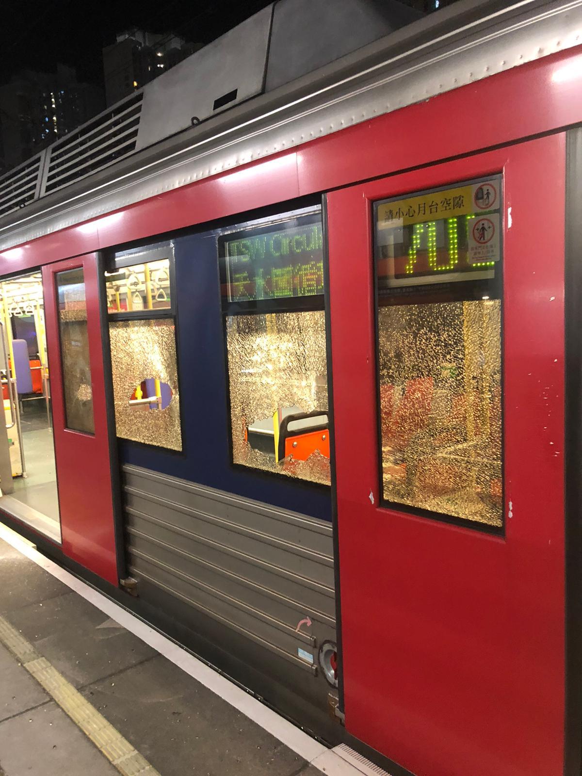 多个车站遭破坏 港铁:明天能否投入服务须作评估