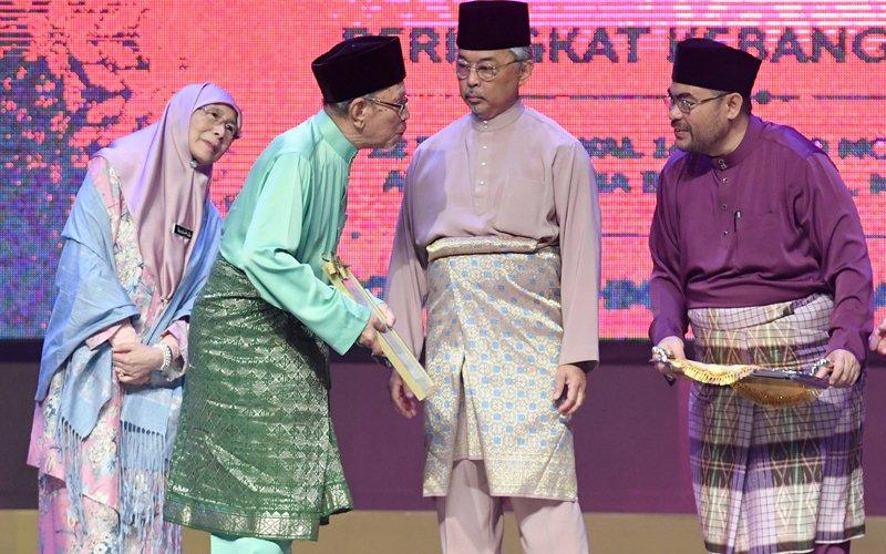 Shariah law expert receives Maulidur Rasul 2019 Premier Award