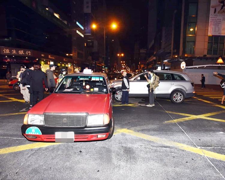 交通灯遭破坏 两车弥敦道亚皆老街交界相撞