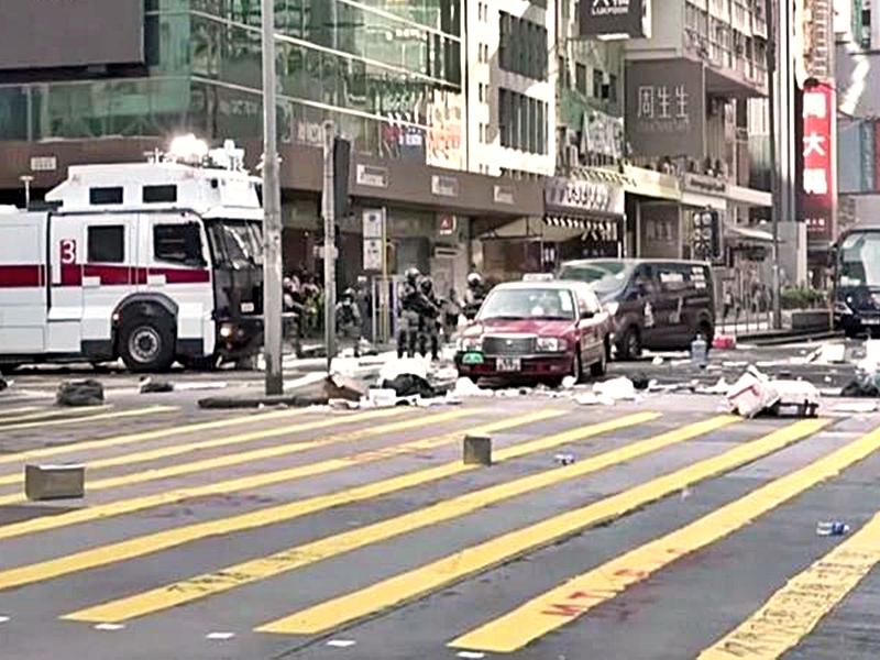 【大三罢】警旺角出动水炮车 射水驱散示威者