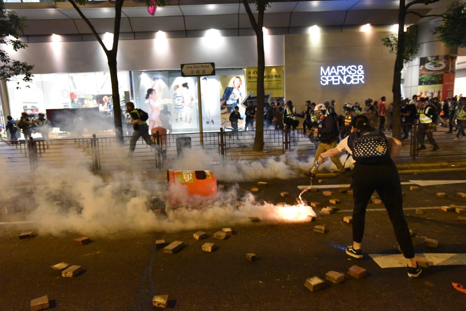 政府谴责捣乱抢犯行为无法无天 斥罔顾市民安全及权利