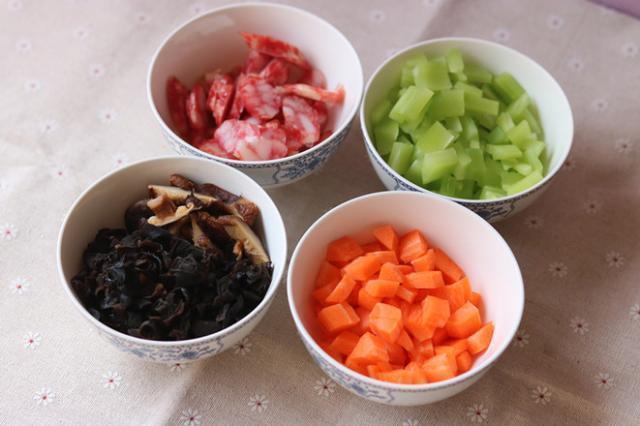 早上给孩子吃一碗,电饭煲一焖就好,简单又营养,孩子吃了身体好