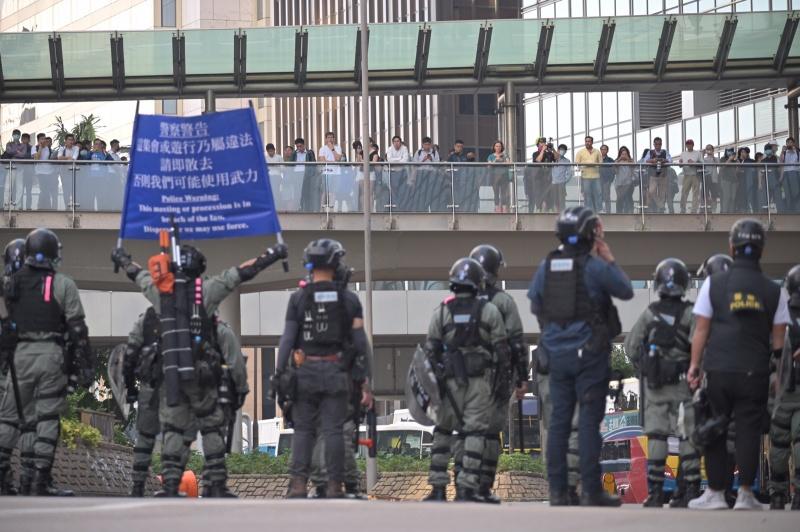 【大三罢】示威者破坏中环站 食肆捣乱中资银行纵火