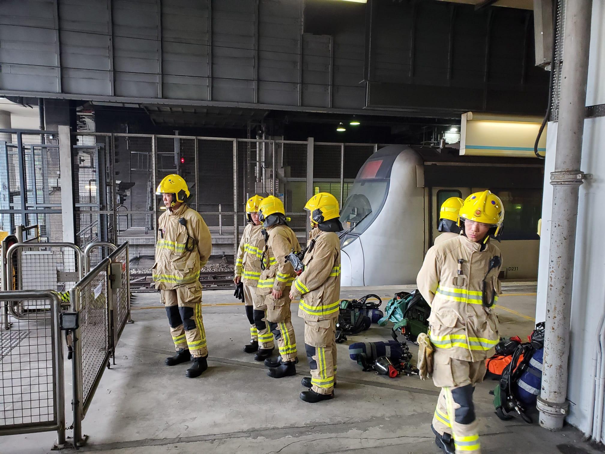 【大三罢】红磡站对开路轨被投掷汽油弹 消防指无对路轨造成损害