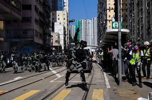 1111大三罢行动持续 今早交通大乱、港铁多站关闭