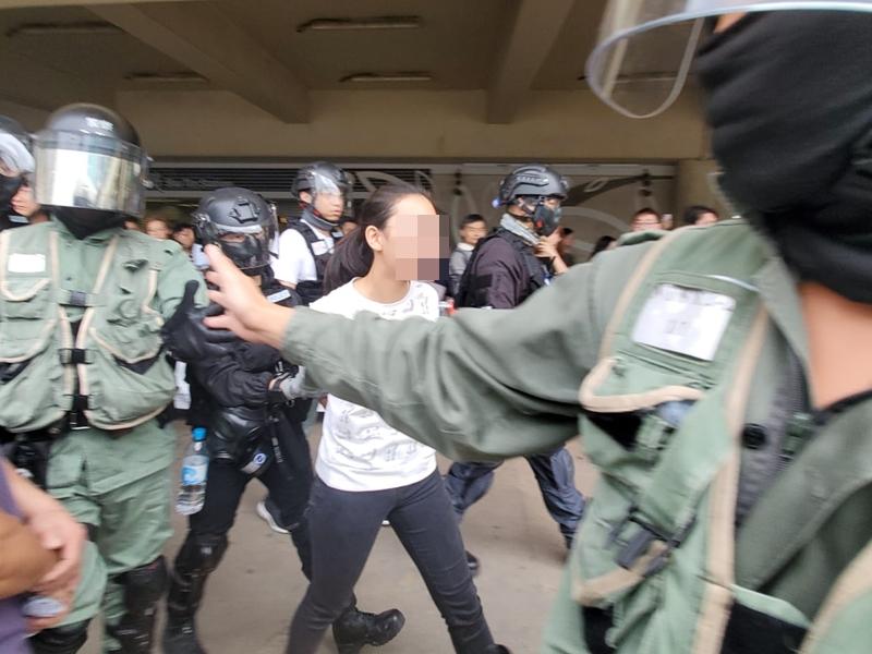 【大三罢】警沙田拘捕一名白衣少女