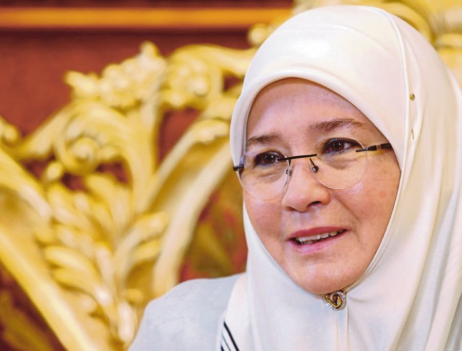 Tunku Azizah is Craft Icon of the Year